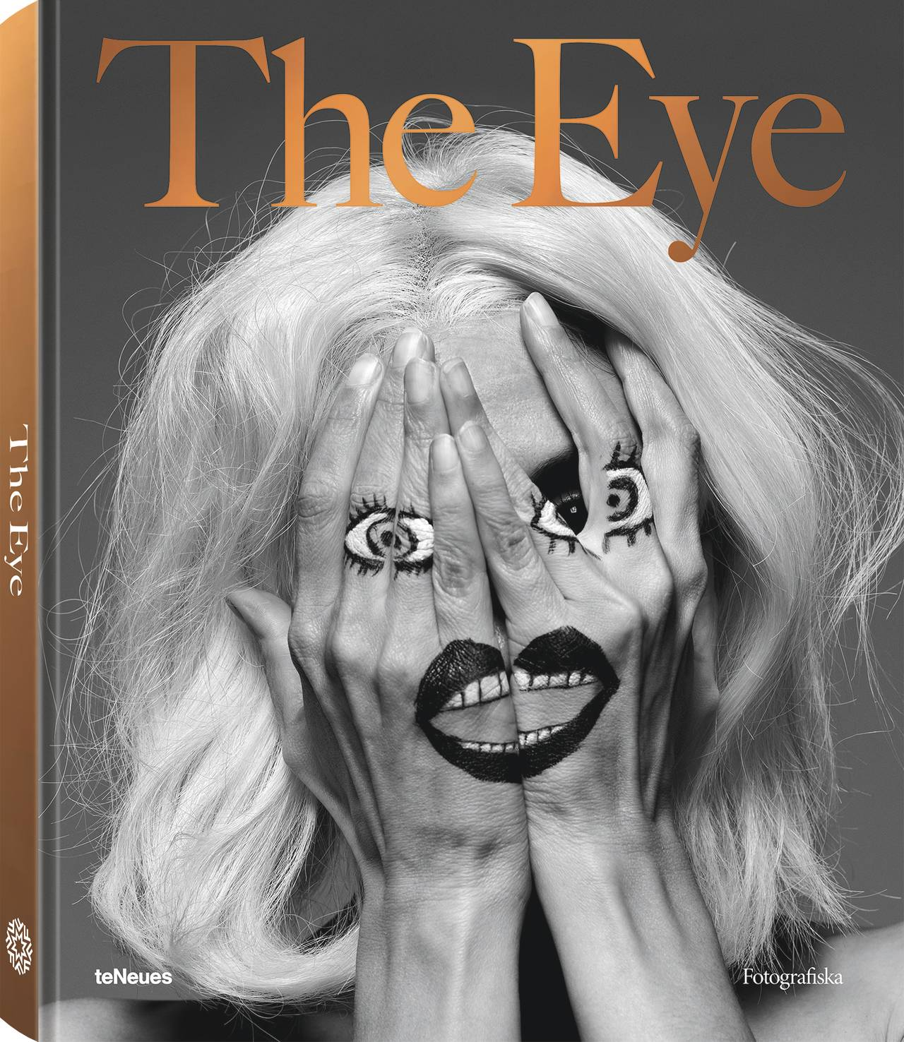 © The Eye by Fotografiska, published by teNeues, www.teneues.com, www.fotografiska.com, Inez & Vinoodh, Joan via Inez, Theatergroep Mugmetdegoudentand, 2005, Photo © Inez Van Lamsweerde and Vinoodh Matadin. Courtesy Gagosian Gallery