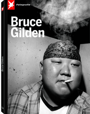 © Stern FOTOGRAFIE Portfolio No. 64 Bruce Gilden, Man smoking, Tokyo 1999, distributed by teNeues, www.teneues.com, Photo © Bruce Gilden / Magnum Photos / Agentur Focus