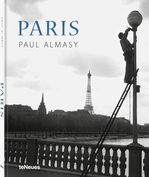 © Paris by Paul Almasy, published by teNeues, www.teneues.com, Painter on the Pont de l'Alma, 1950s, Photo © Paul Almasy / akg-images